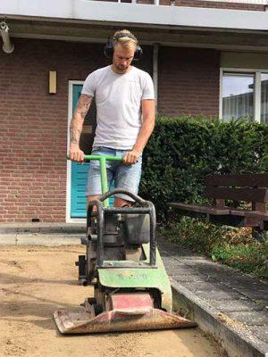 Bestrating aan trillen tijdens tuinaanleg